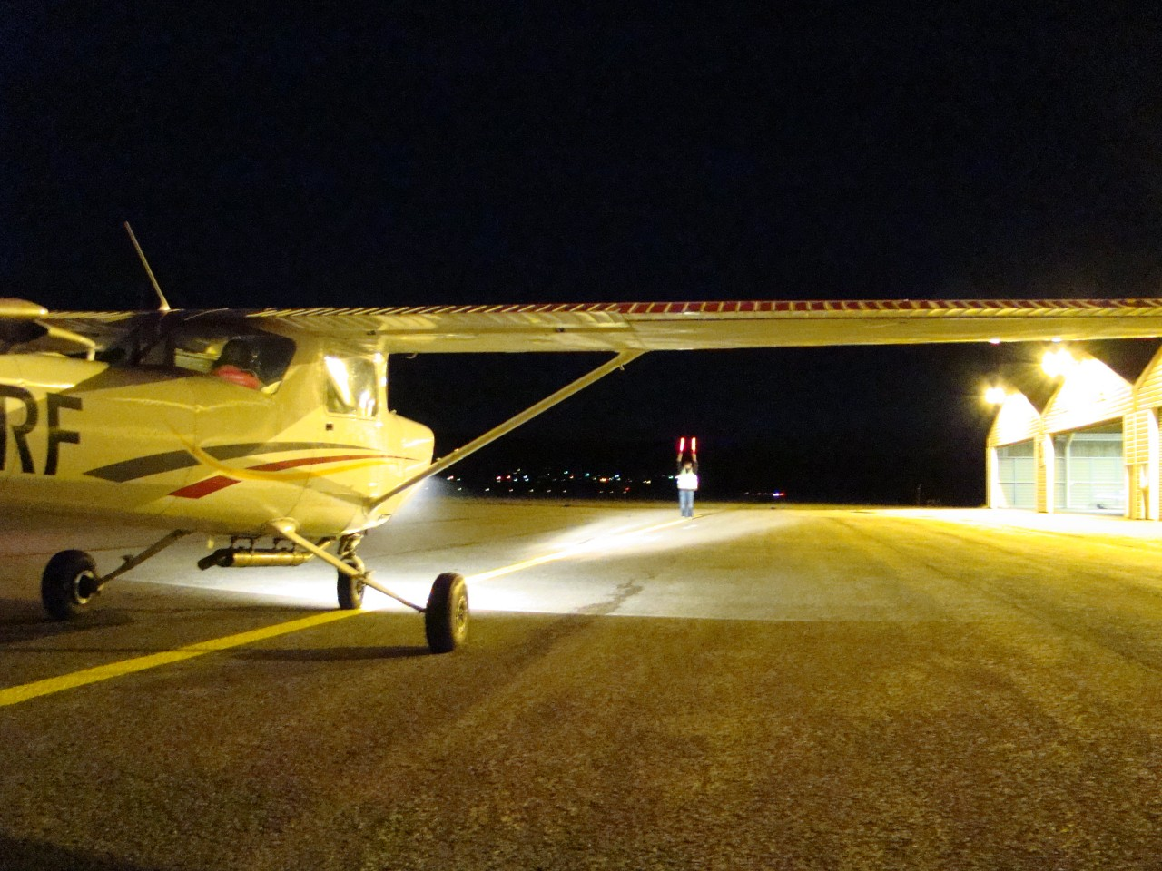 Le Cessna 152 au parking pour un vol local