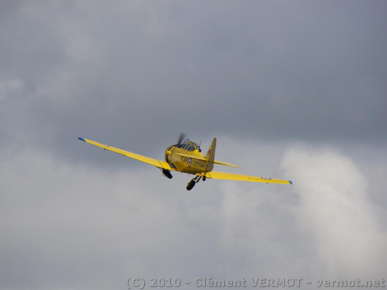 T6 après le décollage - rentre le train d'atterrissage