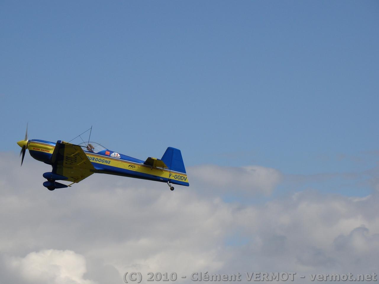 Le Cap 232 F-GODV de Dijon Voltige au décollage