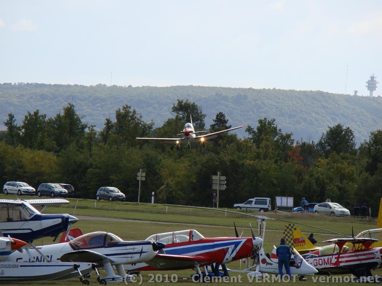 Le Pilatus PC-7 à l'atterrissage