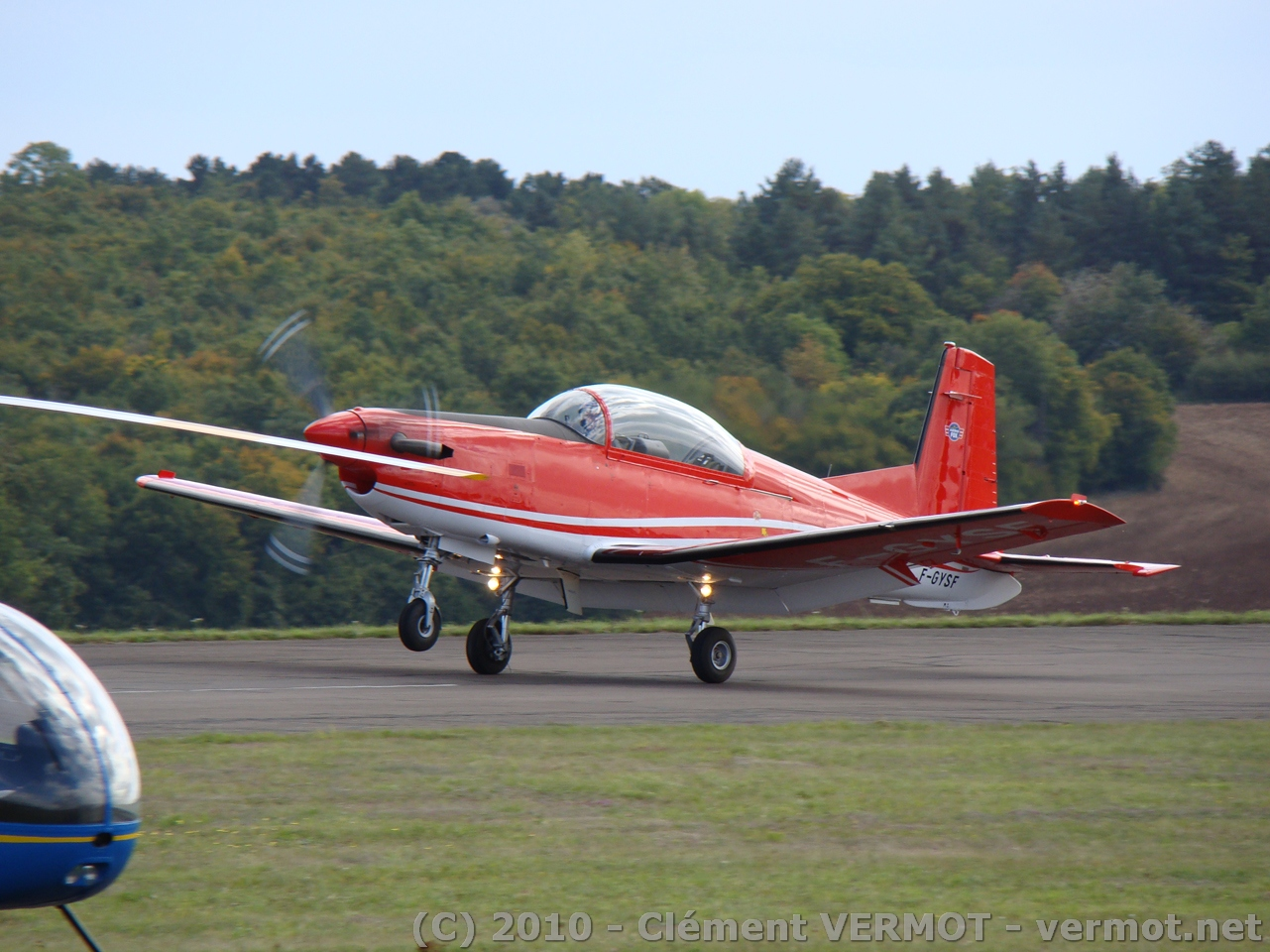 Le PC-7 F-GYSF au touché à Darois