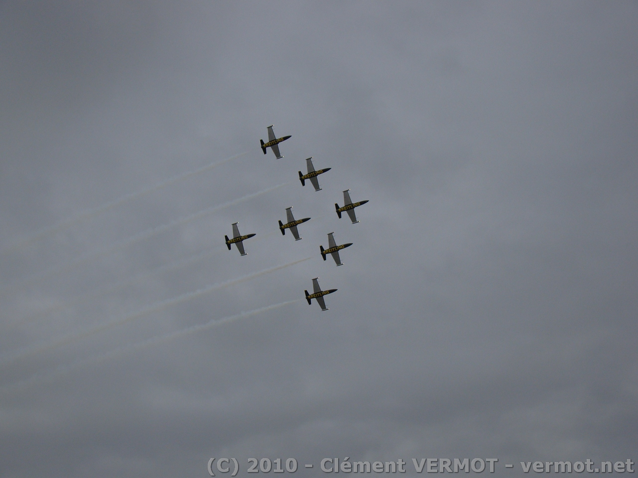Patrouille Breitling en formation serrée