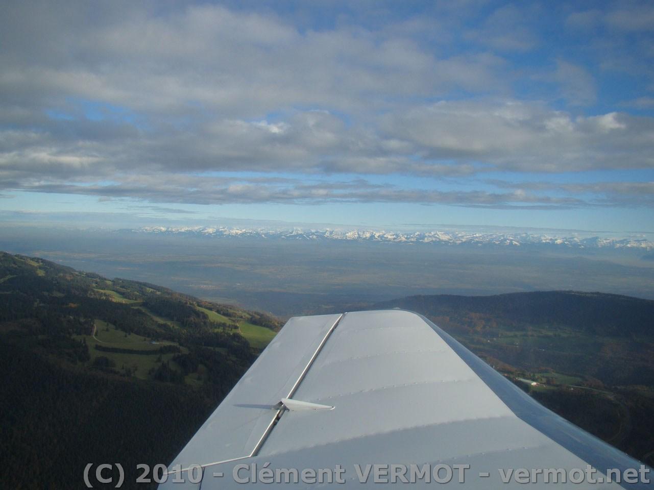 La plaine suisse sur fond des Alpes