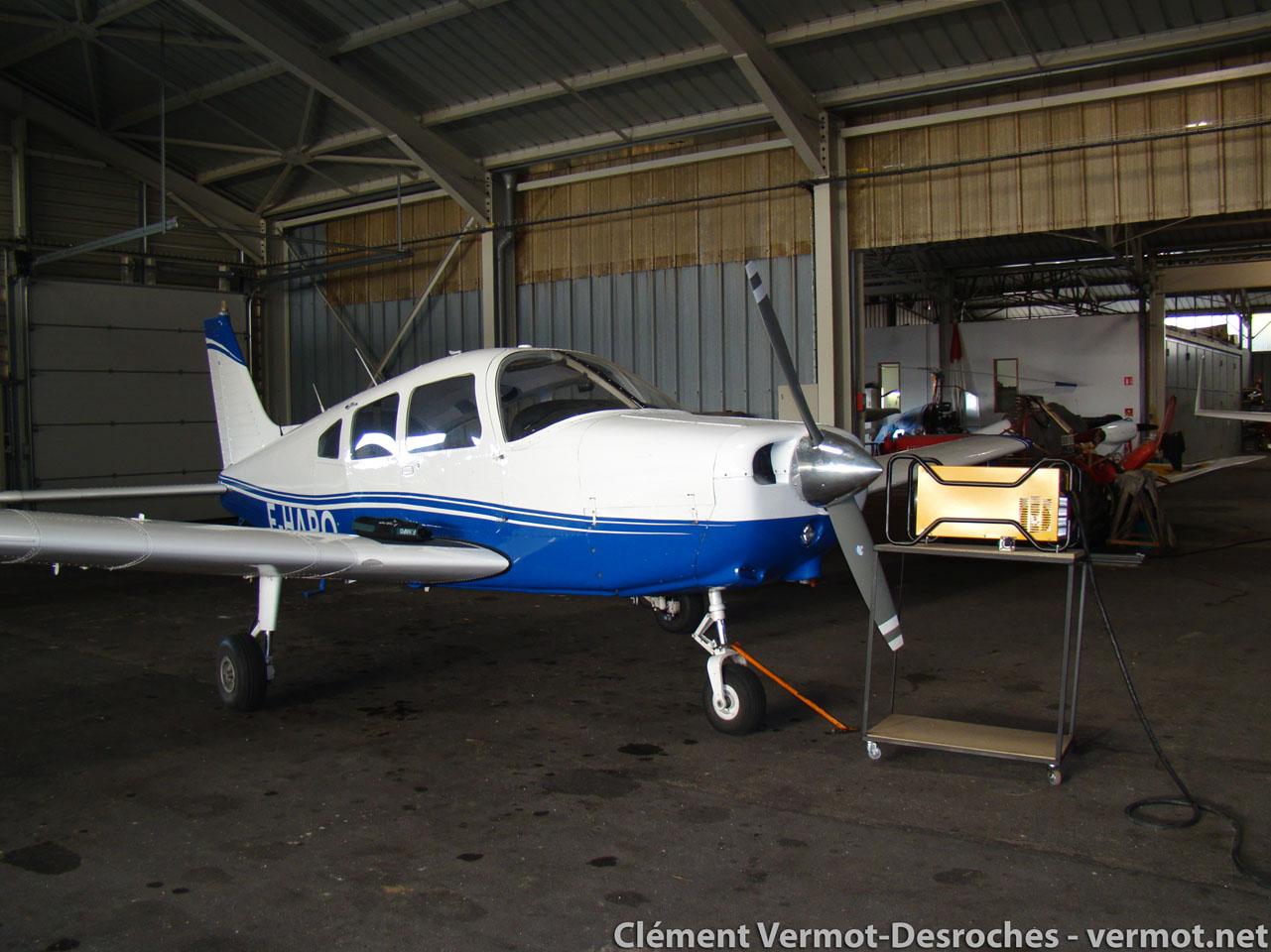 Par -5°C, les avions ont aussi froid et la réchauffeuse est de sortie dans le hangar