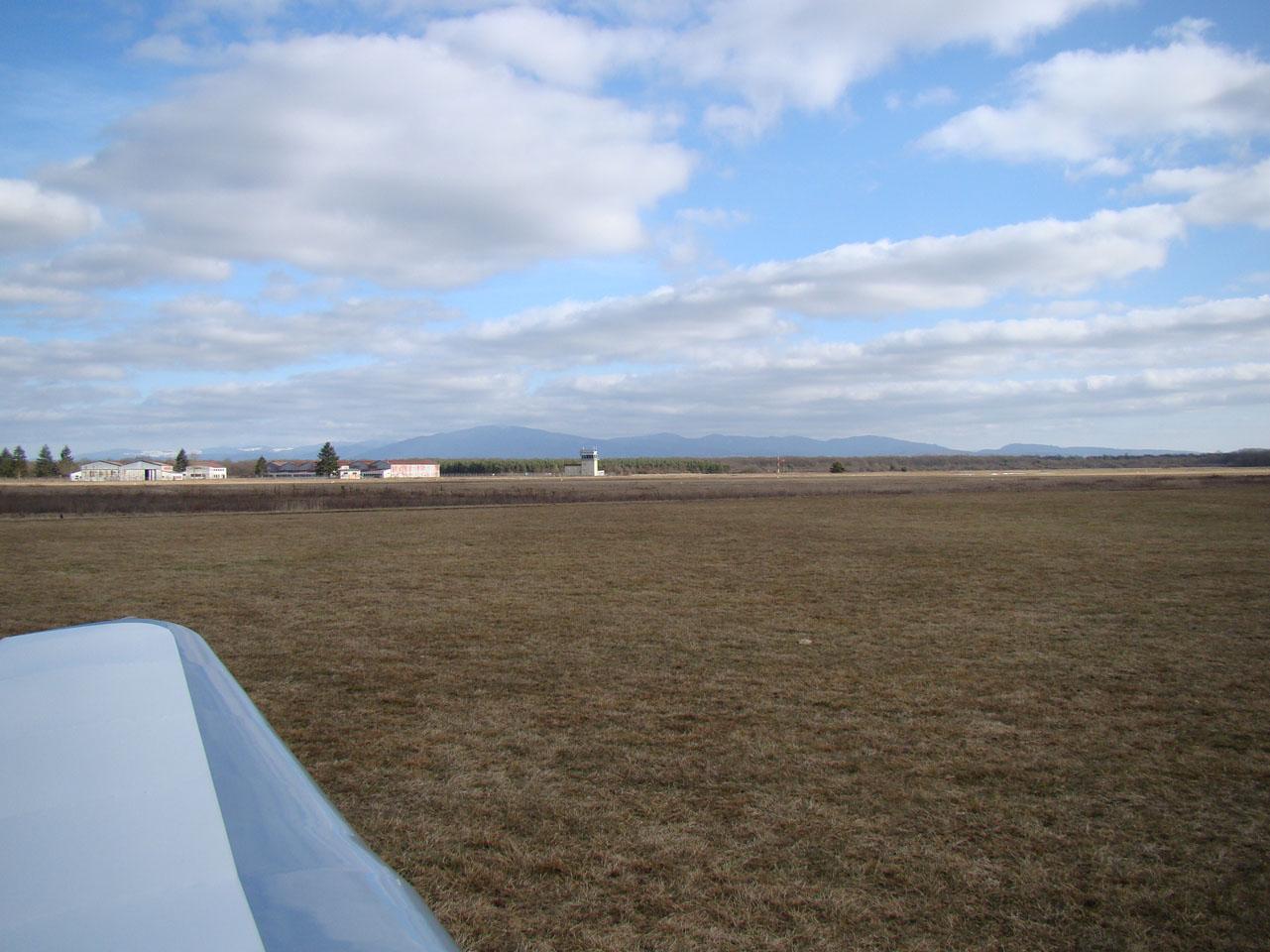 Une petite vue de l'aérodrome d'Habsheim avant mon départ... et dire que les nuages étaient encore presque totalement soudés à mon arrivée !