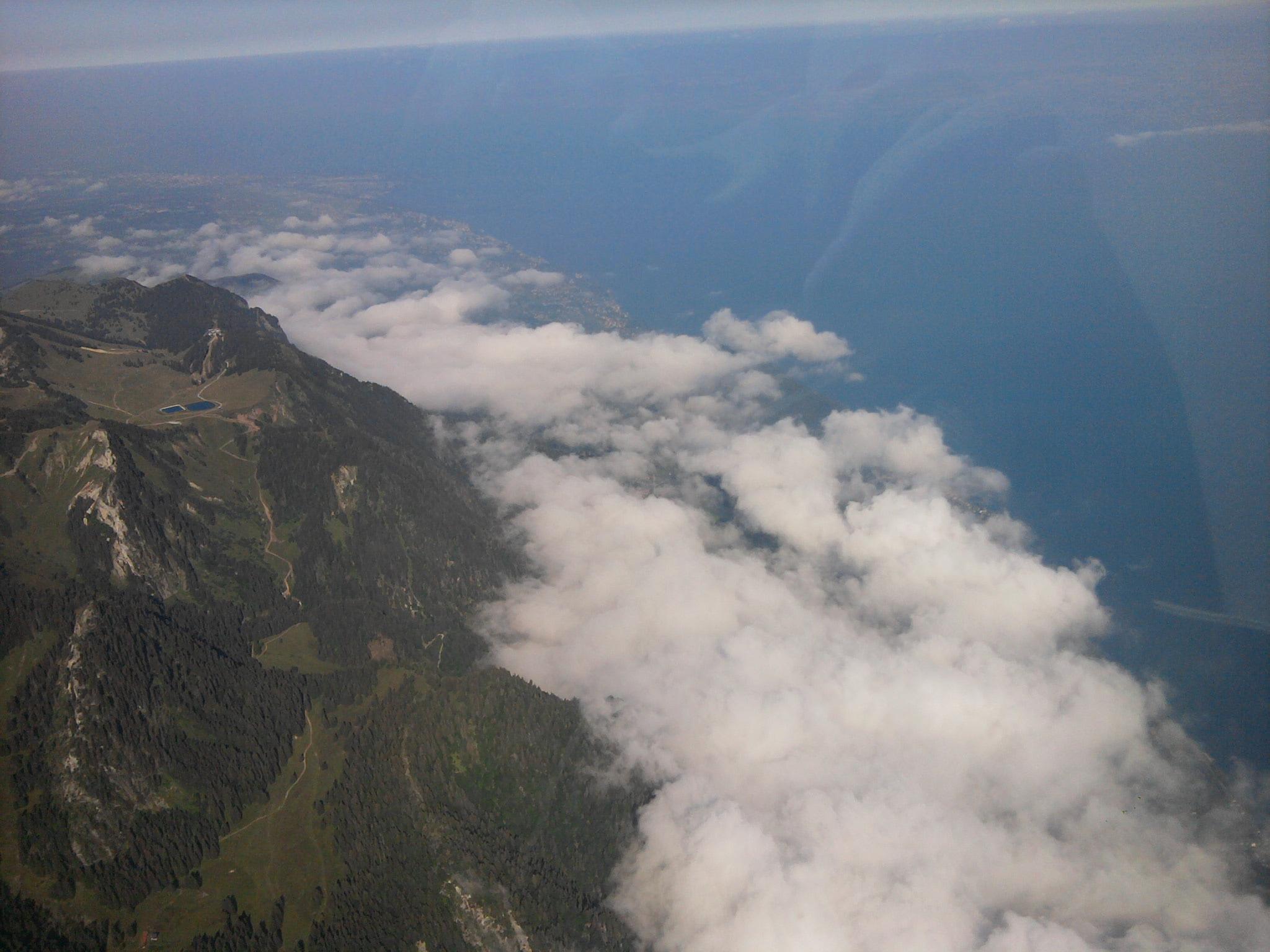 Les premiers contreforts des Alpes au pied du lac Léman