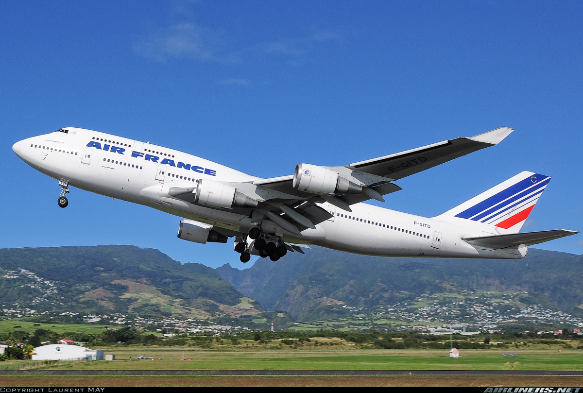 Un Boeing 747 d'Air France au décollage de Saint Denis-Gillot (Réunion - copyright Laurent May)