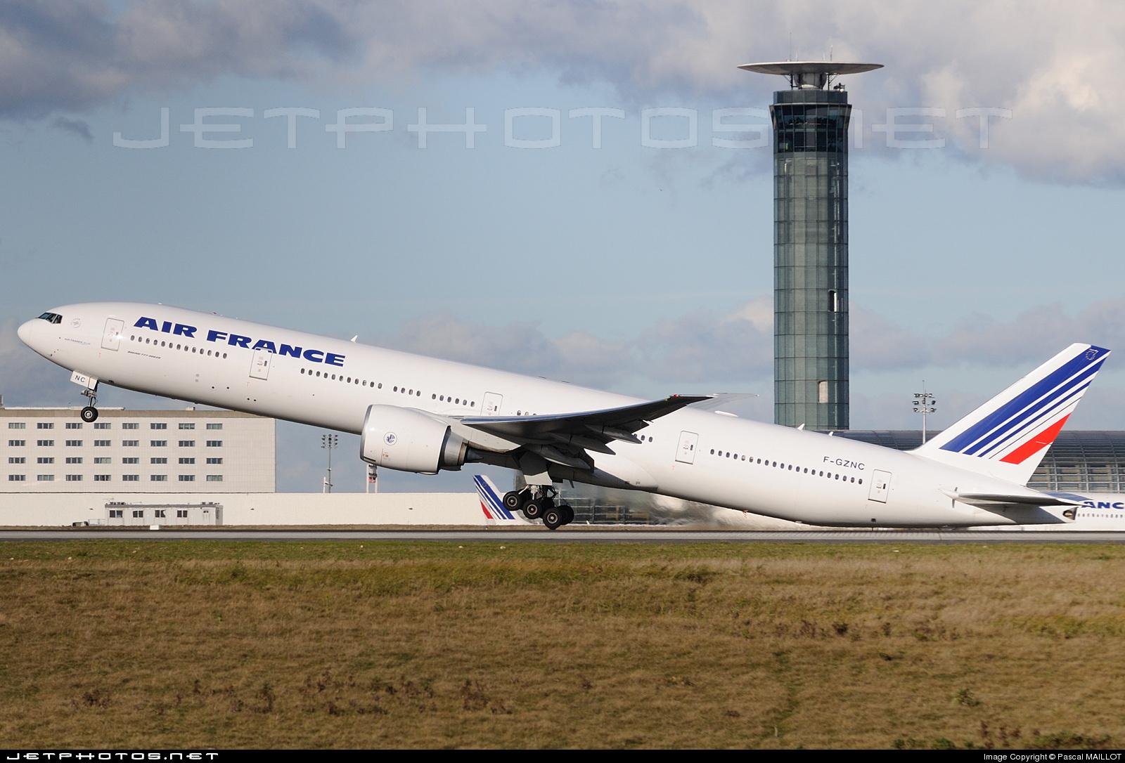 Un Boeing B777 d'Air France à Charles de Gaulle (copyright  Pascal Maillot)
