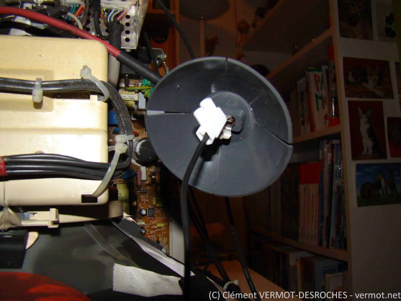 Connexion polarité positive avec un domino d'électricien sur la ventouse