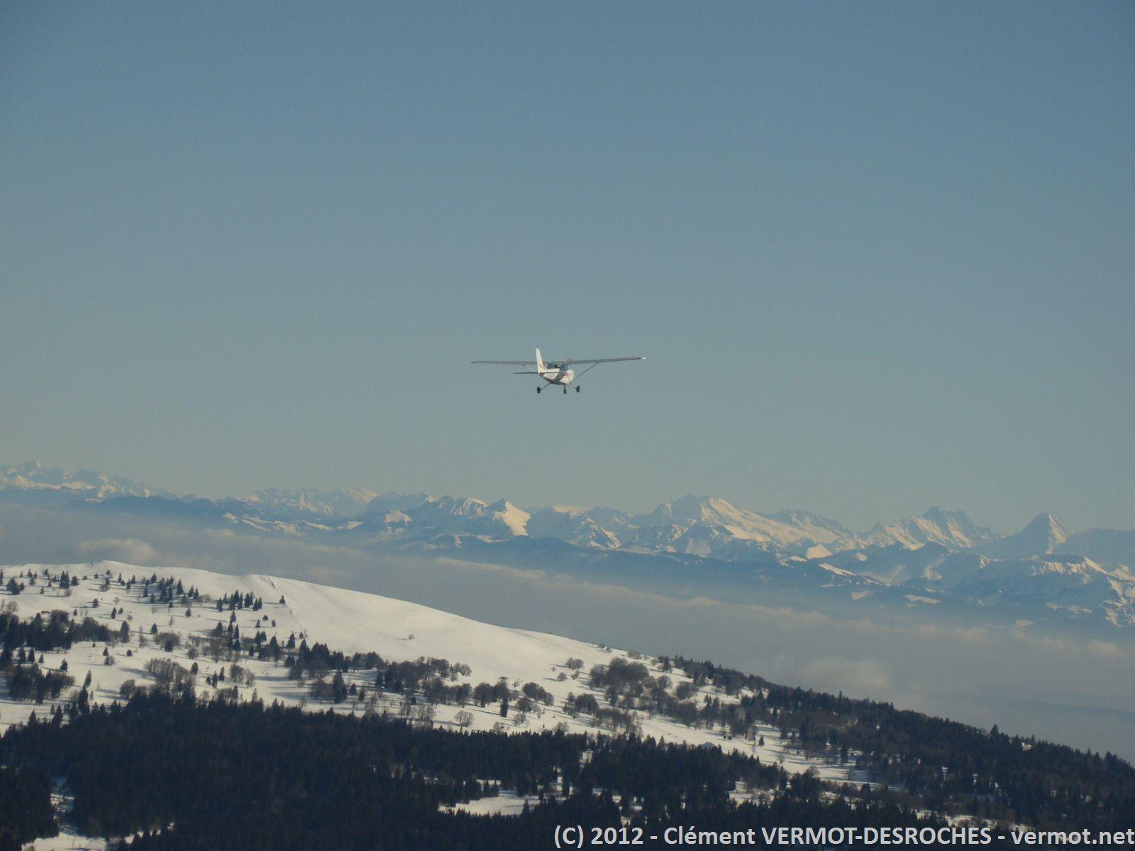 La 172 devant les Alpes