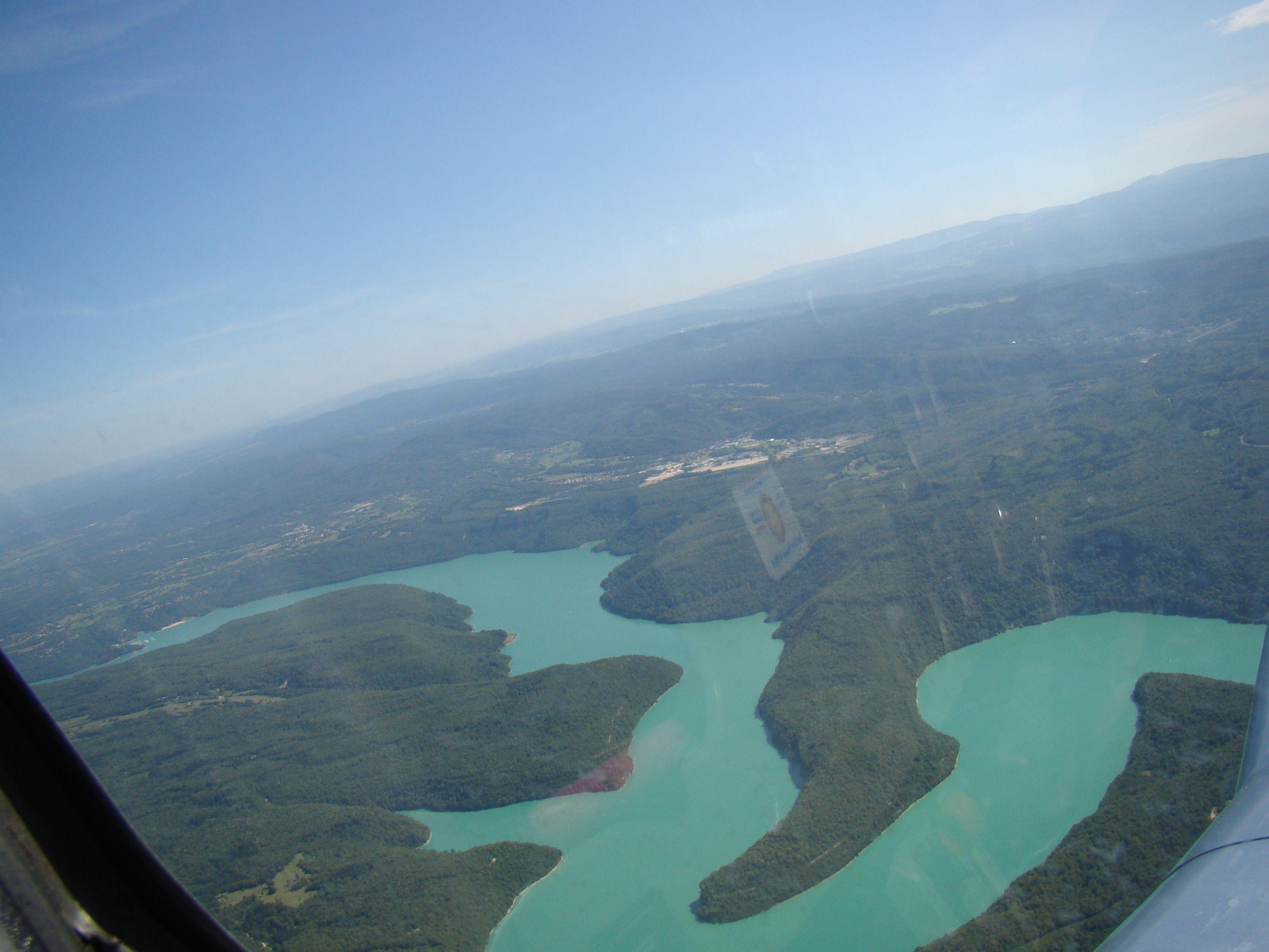 La retenue du lac de Vouglans, les couleurs sont sympa !