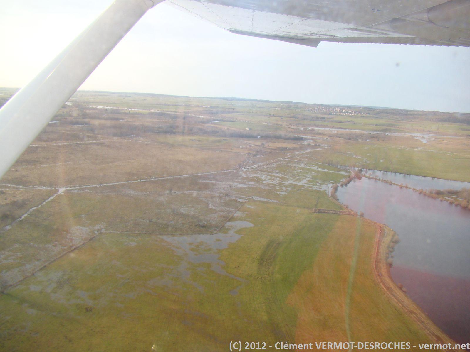 Première photo juste après le décollage de Pontarlier. Le terrain est juste à coté de zones marécageuses, mais on ne perçoit pas autant l'humidité d'habitude.
