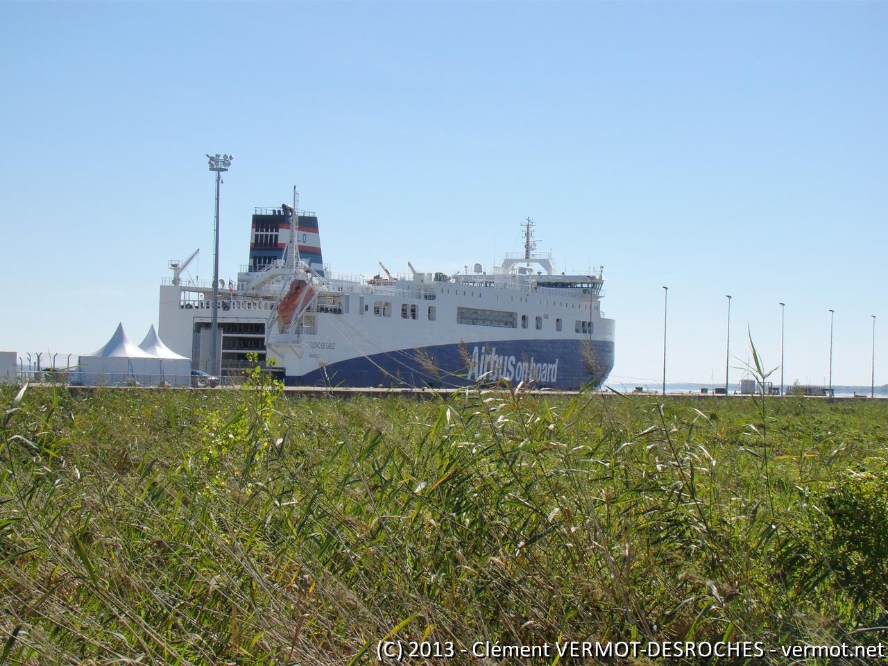 Ciudad de Cadiz - Le navire roulier vu d'un peu plus loin