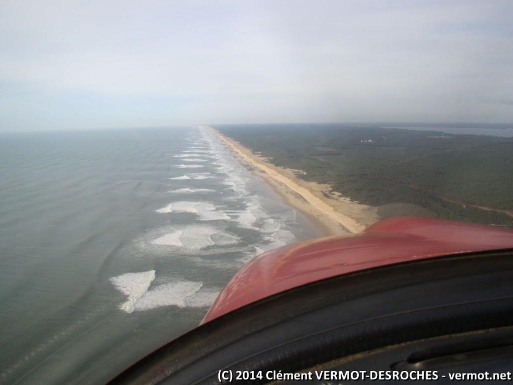Les vagues sur la côte... on ne voit malheureusement pas l'embrun qui retourne au vers la mer au sommet des vagues