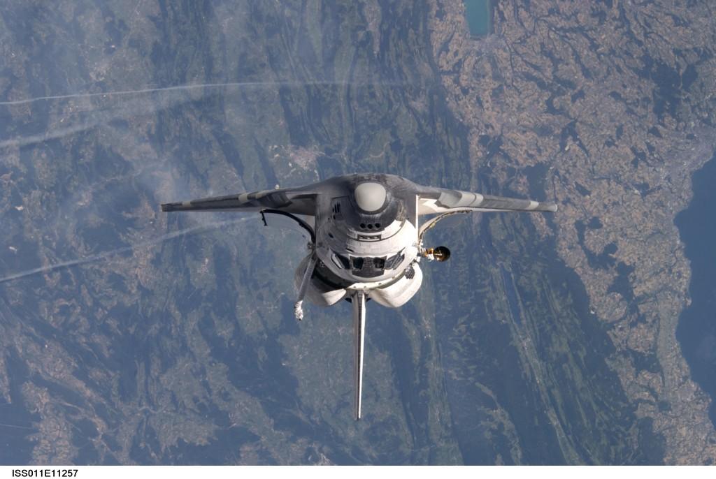 La navette spatiale américaine au dessus de la frontière franco-suisse. Villes visibles : Pontarlier, Yverdon, Ornans, Lausanne