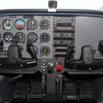 Pour comparaison, le cockpit d'un 172 a instrumentation classique